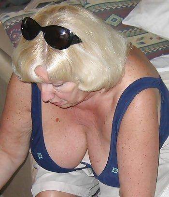 Sexgeile Hausfrau mit dicken Titten sucht