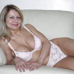 sexy Blondine will gefickt werden